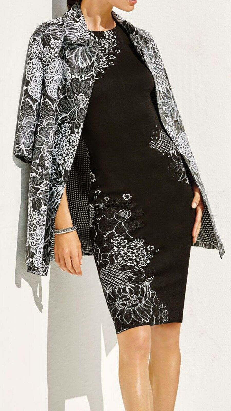 New with Tag -    2,195 St. John Graphic Wildflower Jacquard Opera Coat Size 8 1139f0