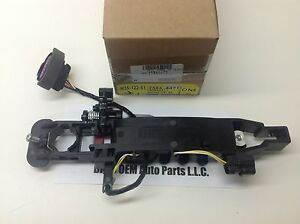 2008 Cadillac CTS STS Right Front Outside Door Handle BRACKET HOUSING new OEM