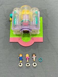 Bluebird-Polly-Pocket-1994-Light-Up-Bridal-Salon-Pollyville-w-3-Dolls-amp-Skirts
