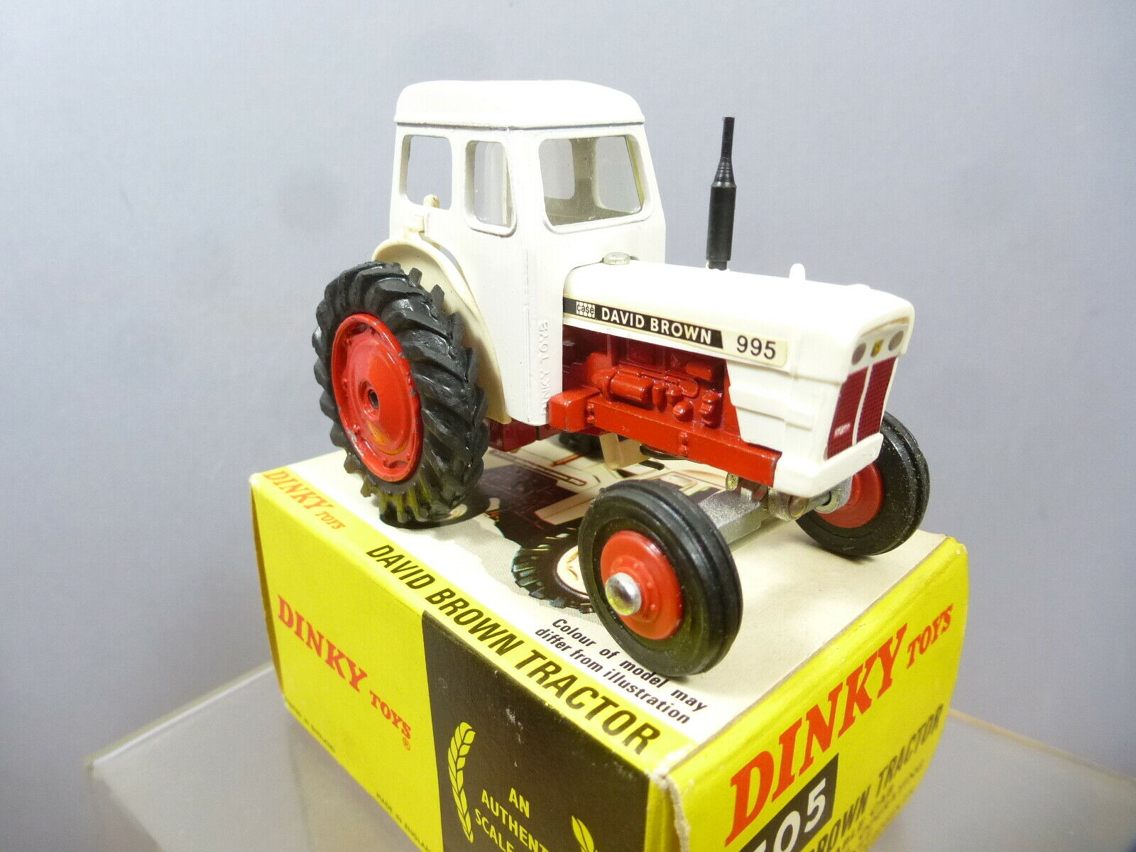 DINKY TOYS   PROMOTIONAL MODEL  No.305   CASE  DAVID BROWN 995 TRACTOR   MIB