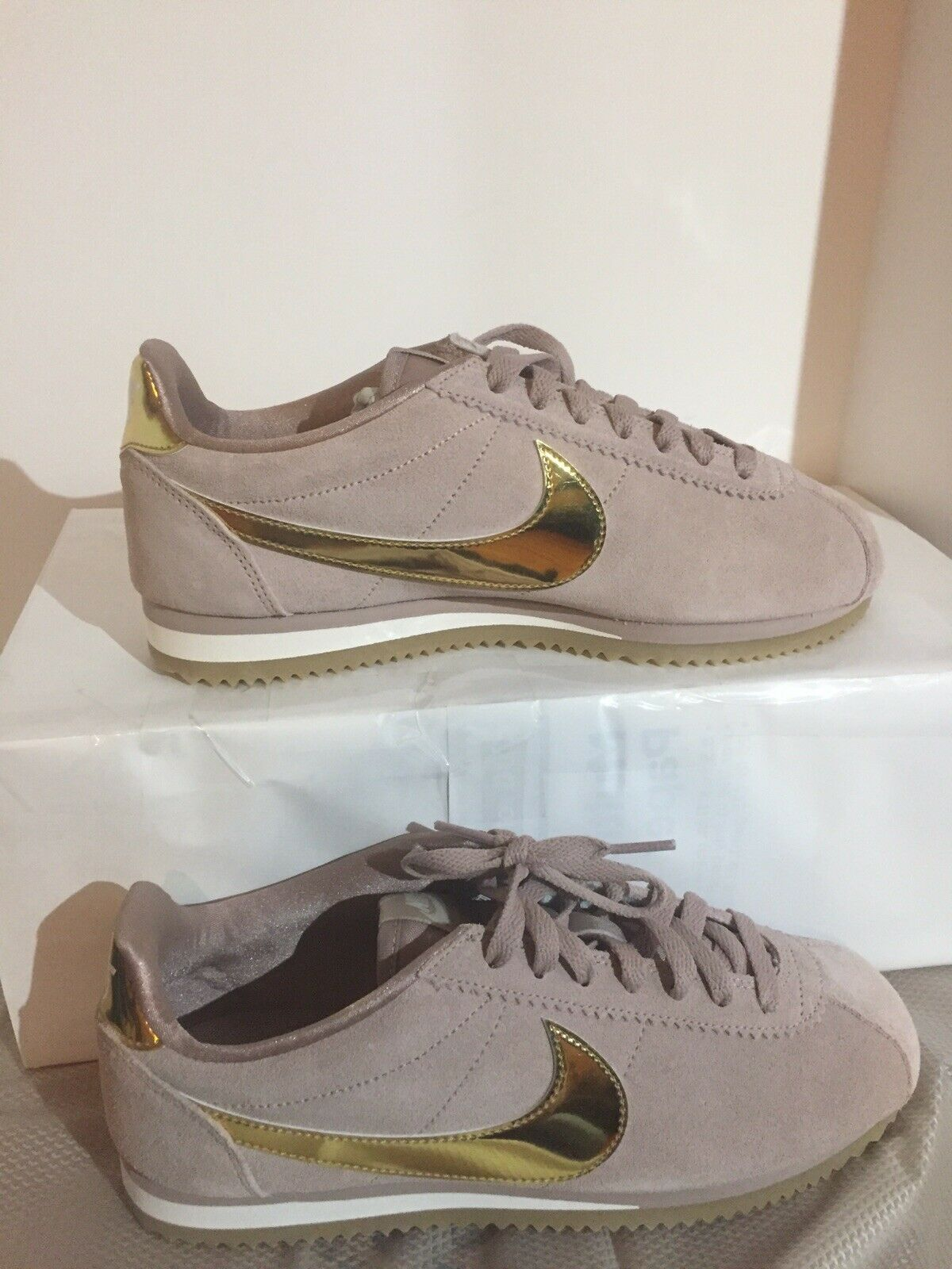 Nike Classic Cortez SE Womens 902856-204 Taupe gold Running shoes Size 8.5