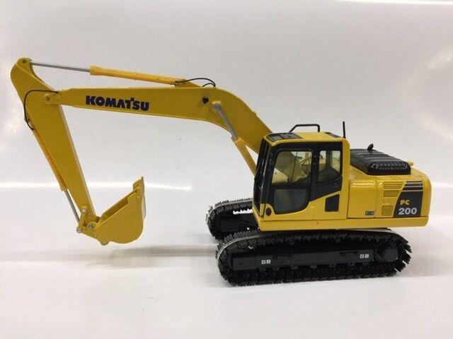 1 50 NZG 804 KOMATSU PC 200-8 EXCAVATOR