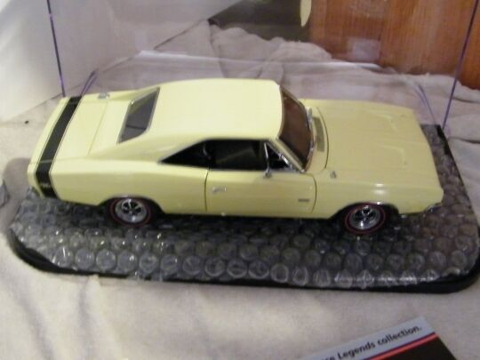 Danbury Nuovo di zecca 1 24 SCALA 1969 Dodge Charger RT die cast metal AUTO