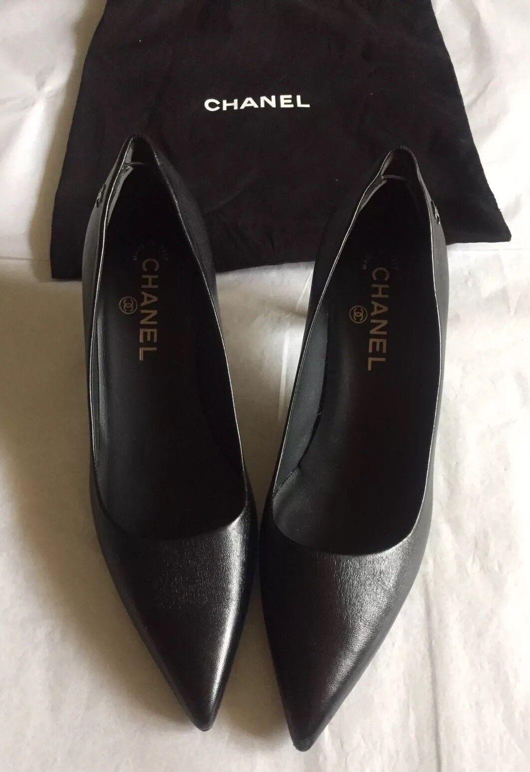 CHANAEL CC Leather Kitten Heel Pump IT  37.5  prezzo all'ingrosso