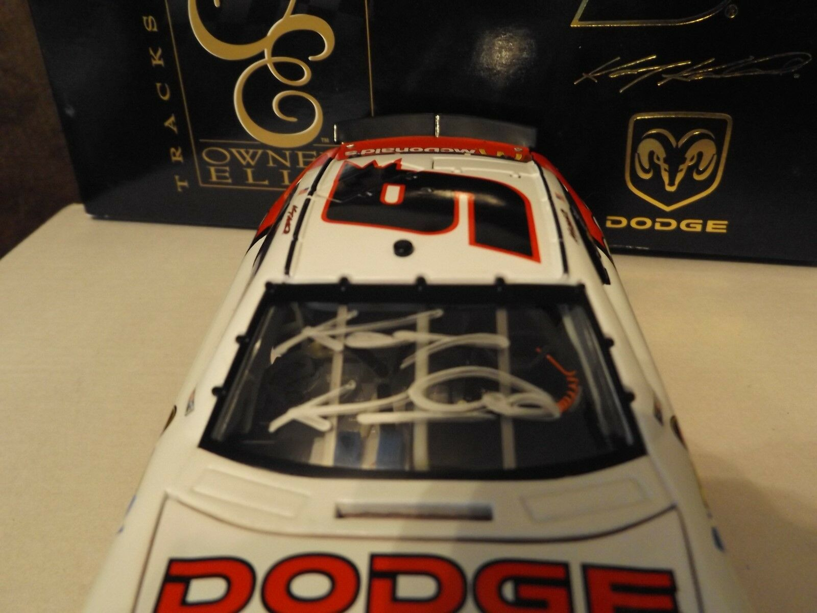 Kasey Kahne Autographed Dodge Dealers 2007 2007 2007 Dodge Charger Owners Elite 1 24 dc9ae0