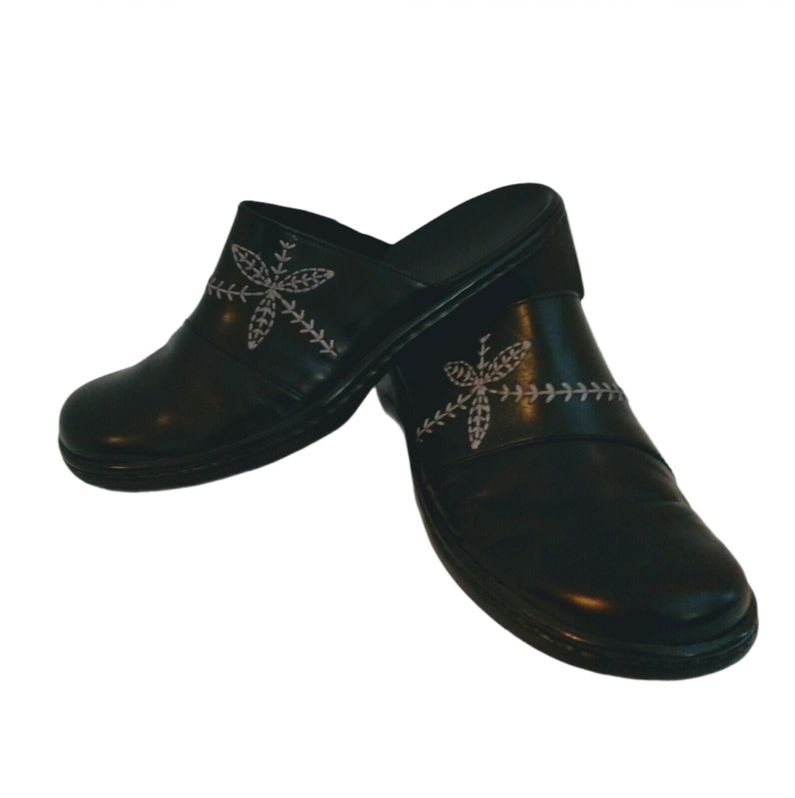 Clarks Womens Comfort Clogs Leather Black Shoes Size 6.5 Stitched Leaf Design