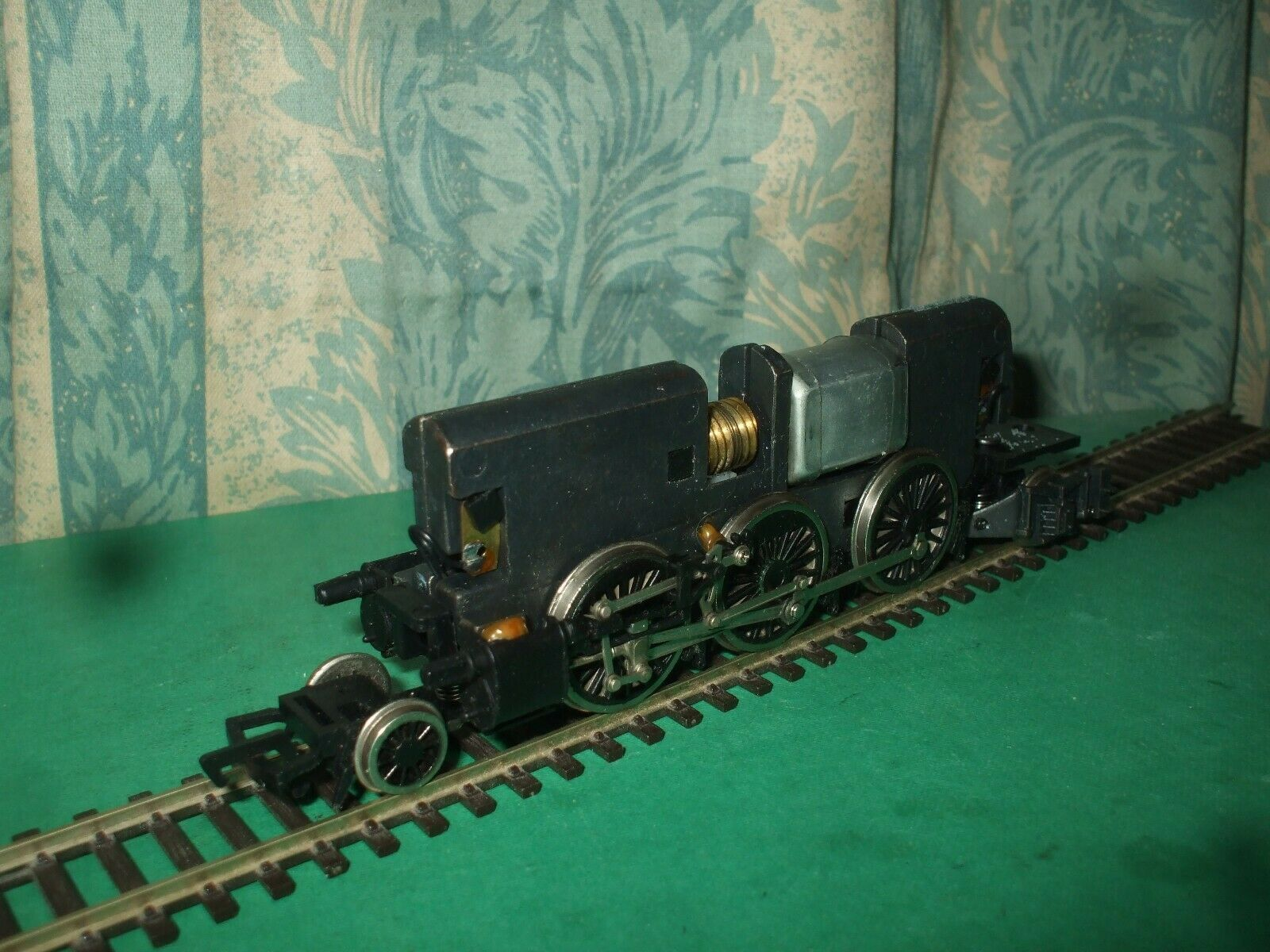 BACHMANN  EX LNER V2 LOCO CHASSIS ONLY - No.3