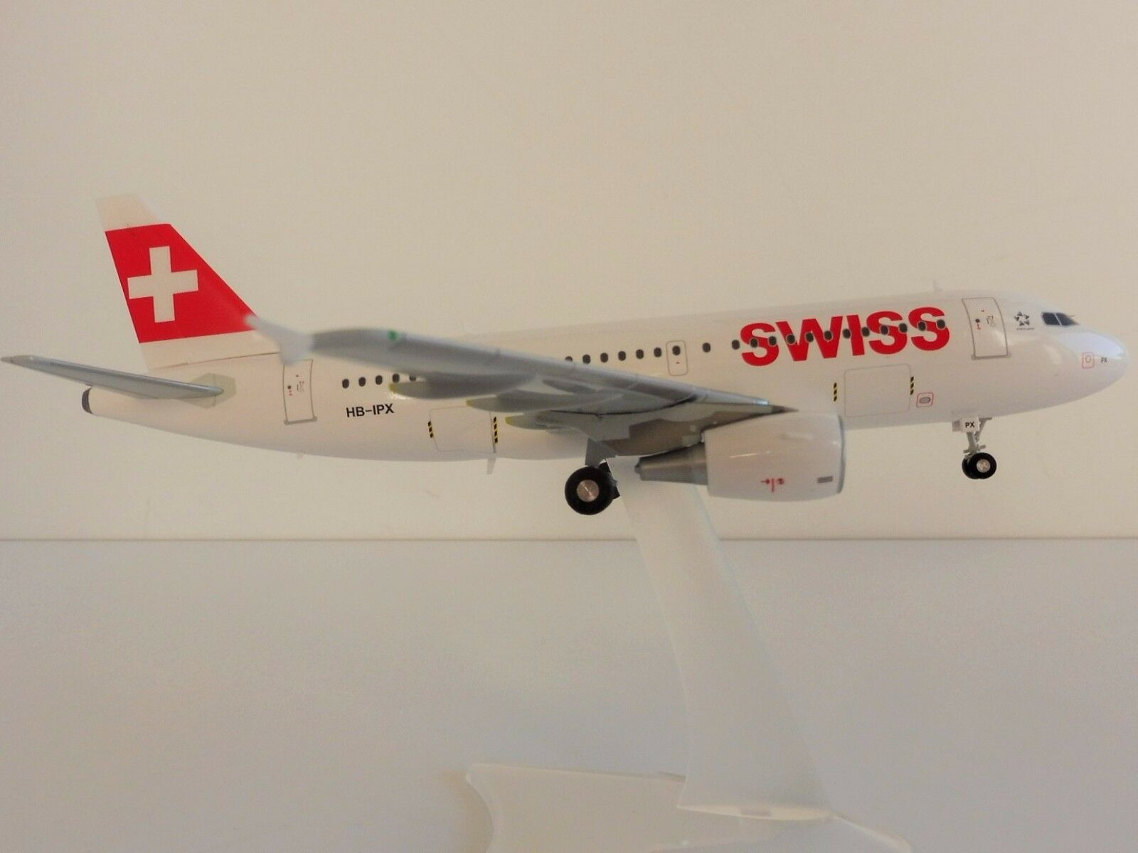 Swiss airlines airbus a319 1   200 herpa 558020 a 319 a320 international air lines