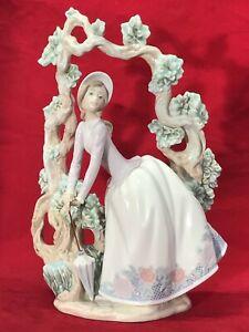 Limited-Edition-lladro-Standing-Under-Trellis-Porcelain-figurines-W-Original-Box