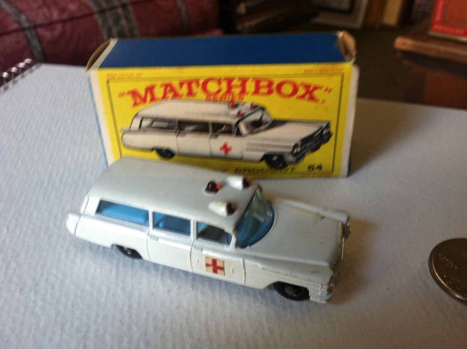 Matchbox Series   54 S & S Cadillac Ambulance -- blancoa -- Bonita Caja Original