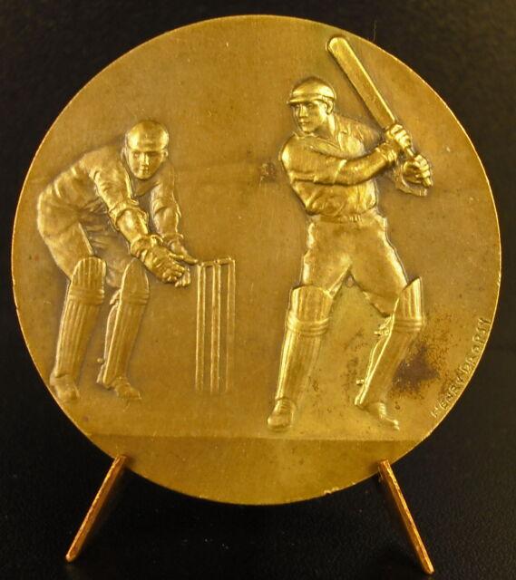 Medalla Cricket sport de murciélago the Cricket c 1930 sc Henri Douglas Medal