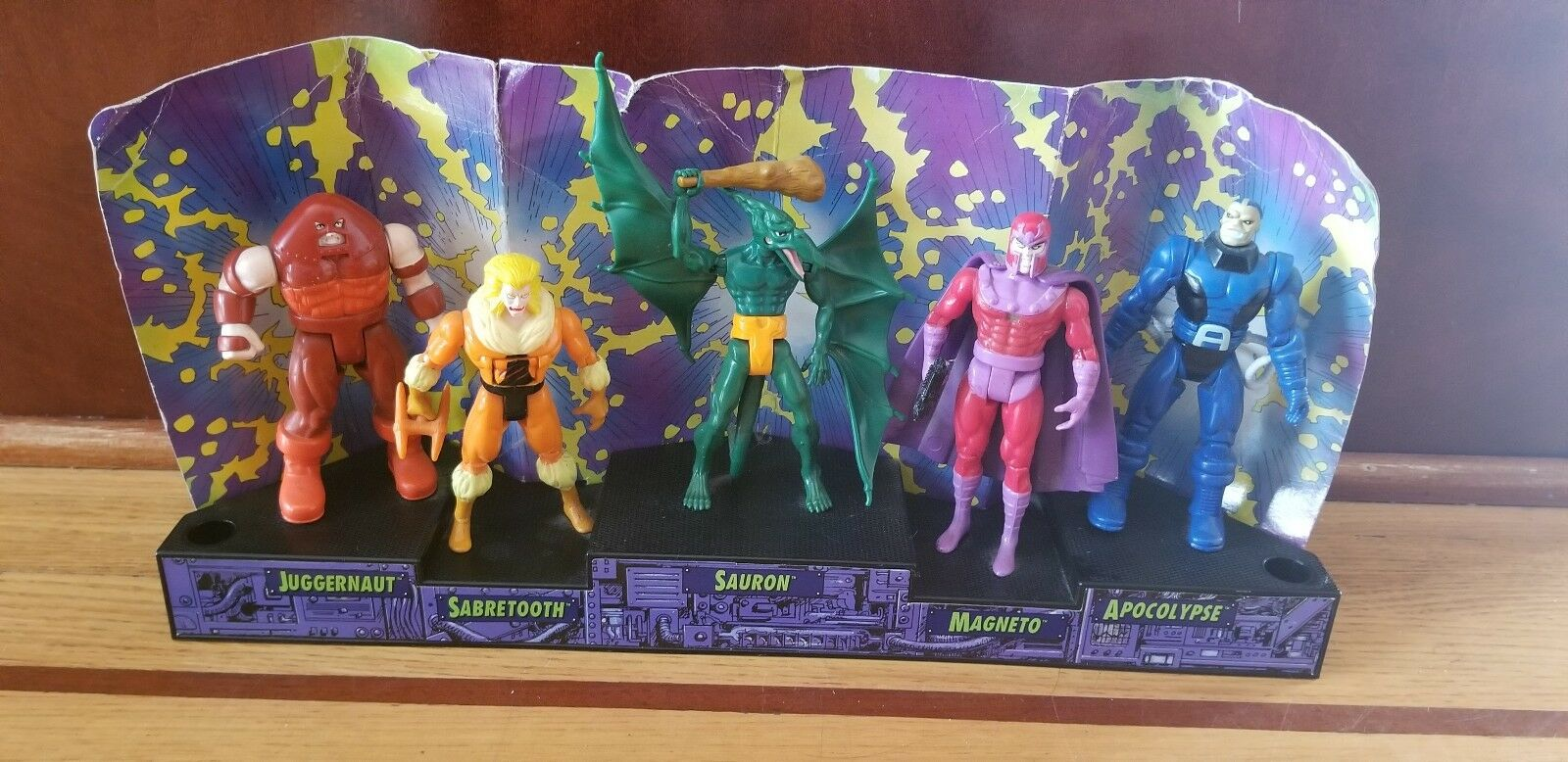 Marvel Vintage 1993 Lot of 5 X-Men Action Figures By Toy Biz on the Stand