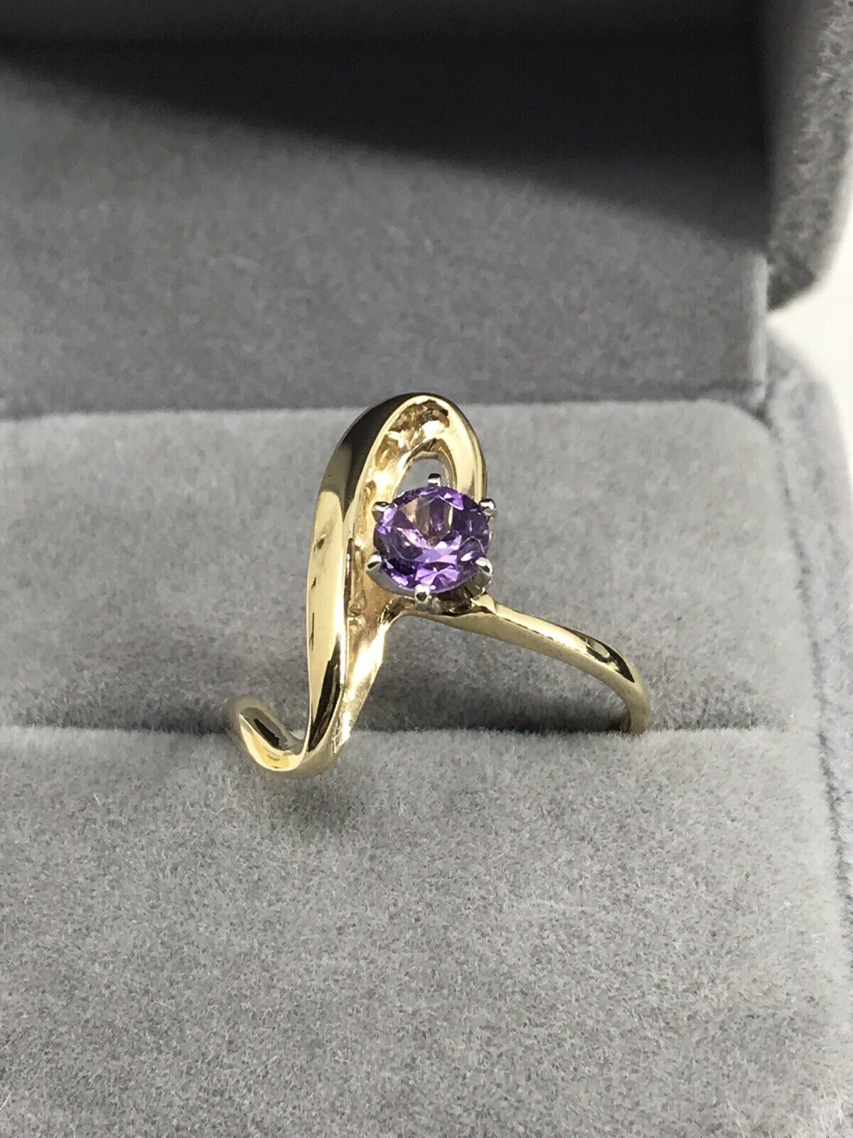 10k Yellow gold Amethyst Women's Ring size 7.5. Unique
