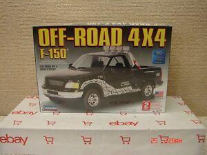 NEW-Lindberg-Model-Kit-1-25-Ford-F-150-Off-Road-4X4