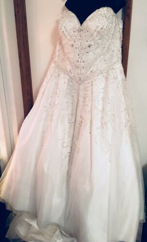 Fiore Couture Wedding Gown Dress 24SP. Very Nice!!
