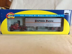 Athearn-HO-1-87-Scale-Southern-Pacific-RR-Mack-B-Truck-40-Tractor-Trailer-93182