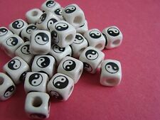#M99 - 2o Peruvian Ceramic Beads cube 10mm  white black
