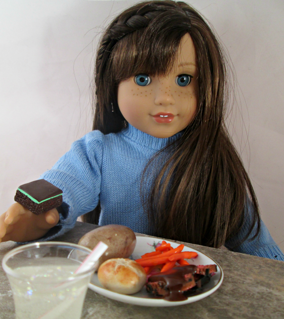 AG Doll Miniature Roast Beef, Potato and Carrot Dinner Dinner Dinner with Drink and braunie c98529