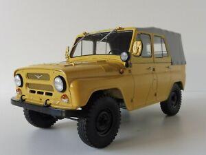 UAZ-469-mit-Planenverdeck-beige-1-18-SSM-83SSM180024-Start-Scale-Models-469