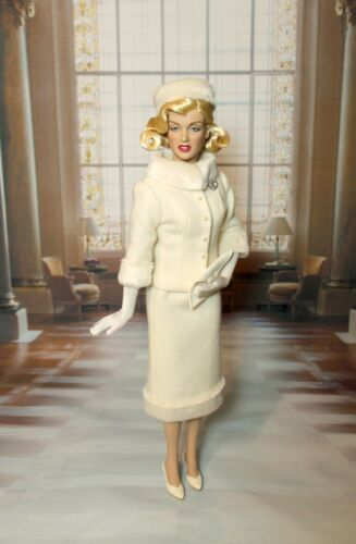 SEWING PATTERN-Style 132 Film Inspired Suit Tonner Marilyn Monroe//Tyler
