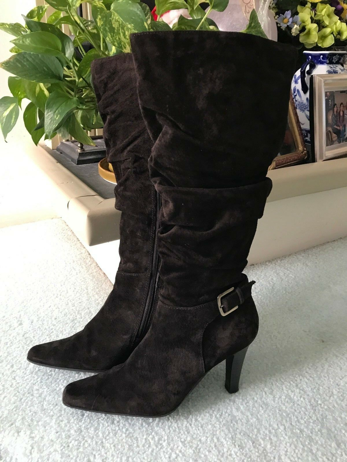 White Mountain Women boots in Brown Suede; Size 6; Pre-Owned