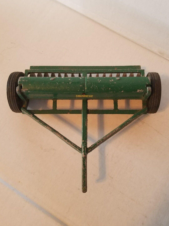 Vintage Slik  Toys Oliver Superior Grain Drill 1 16 très beau  détaillant de fitness