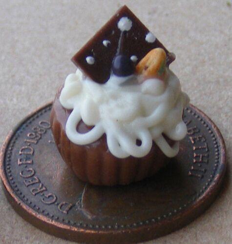 Échelle 1:12 Chocolat /& Crème soufflé dans un Ramequin tumdee maison de poupées dessert L