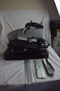 VINTAGE-AMERICAN-SLICING-MACHINE-MEAT-CHEESE-SLICER-W-BLADE-SHARPENER-DELI-1930s