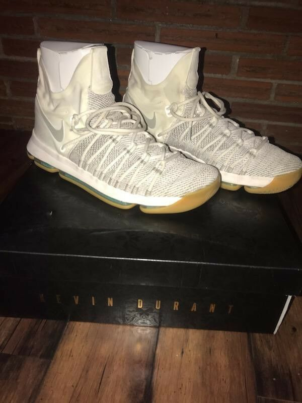 Kevin durant shoes size 13 Cream color Scheme Box Included EUC Court Worn Only 2