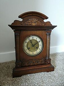 Antique-Edwardian-Carved-Oak-Bracket-Mantel-Clock-with-Chime-Key-amp-Pendulum
