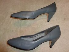 CARRIAGE COURT GRAY SHOES WOMEN'S SIZE 10 B  (2.5 INCH HEEL)
