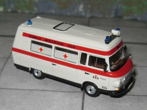 Barkas B 1000 SMH 3 Schnelle Medizinische Hilfe RA Berlin Brekina 30403