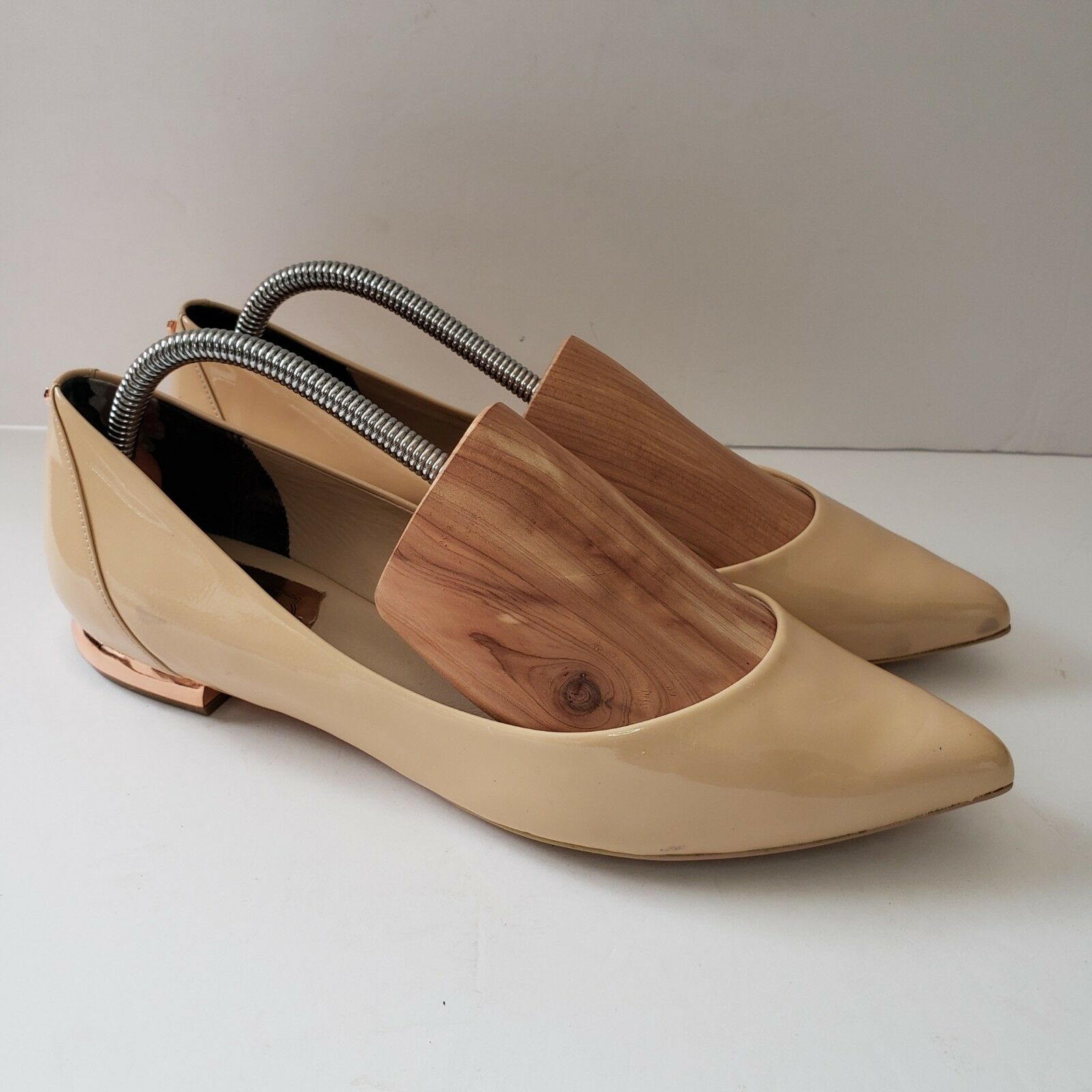 Ted Baker Izlar Womens 40 8.5 Nude Patent Leather Pointy Flats Metal Heel NEW