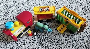 VINTAGE-FISHER-PRICE-CIRCUS-TRAIN-WITH-ANIMALS-AND-FIGURES-RETRO-PRESCHOOL-TOY