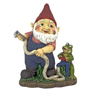 Firefighter-Franz-And-His-Frog-Fire-Brigade-Design-Toscano-Garden-Gnome-Statue