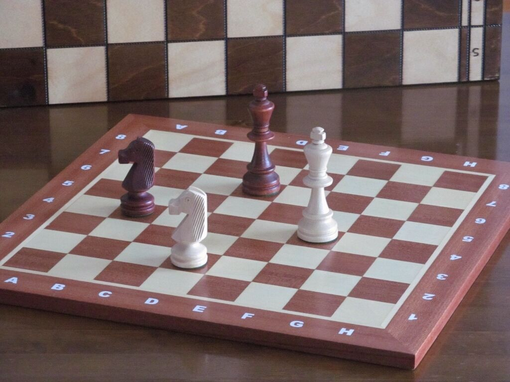 Brand New Hand Crafted  Mahogany Sycamore Wooden Chess Board 40cm x 40cm
