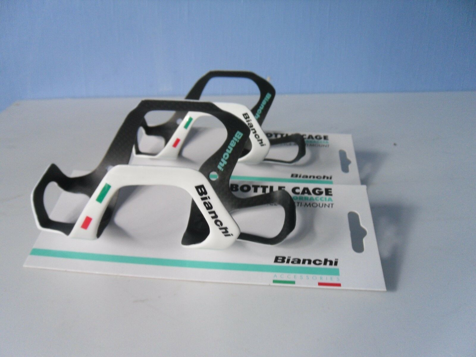 BIANCHI PERFORMANCE CAGES MULTI MOUNT CARBON FIBRE BOTTLE CAGES PERFORMANCE 64086a