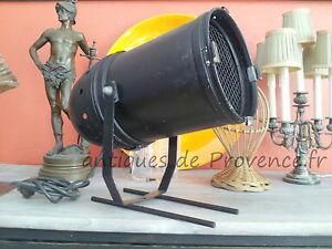 Superbe-ancien-projecteur-lampe-spot-spectacle-deco-industriel-design-vintage