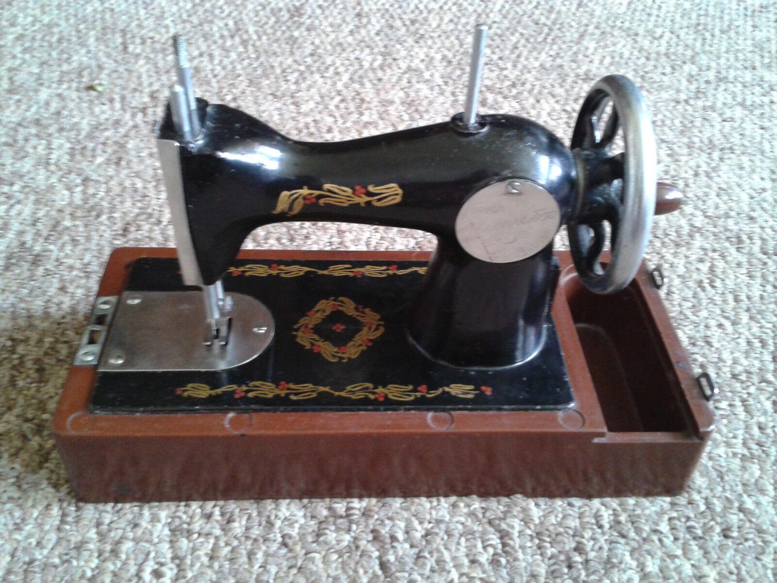 Exclusivo Negro Versión Niños Mini Máquina de Coser Caja De Juguetes URSS