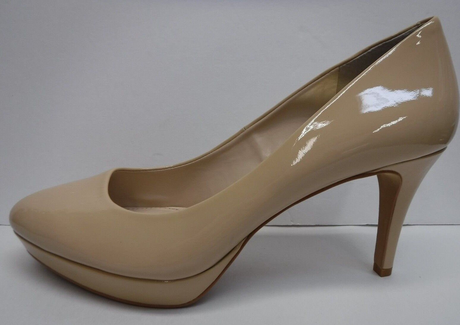 Vince Camuto Size 10 Beige Patent Leather Heels New Womens shoes
