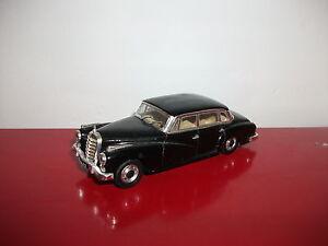Mercedes-Benz-typ-300-D-W189-noire-1-43-rio