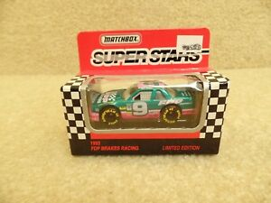 1993-Matchbox-NASCAR-1-64-Scale-Diecast-Mike-Wallace-FDP-Brakes-Ford-Thunderbird