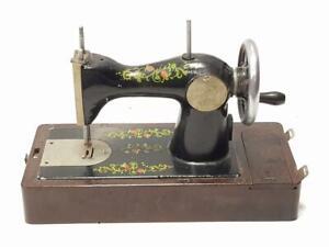 antigua-maquina-de-cose-rmade-in-RUSIA-Antique-RUSSIAN-Sewing-Machine-portable