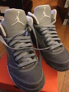 cbfbdf293e80 Nike Air Jordan Retro 5 Wolf Grey Boys Sz 12 VNDS