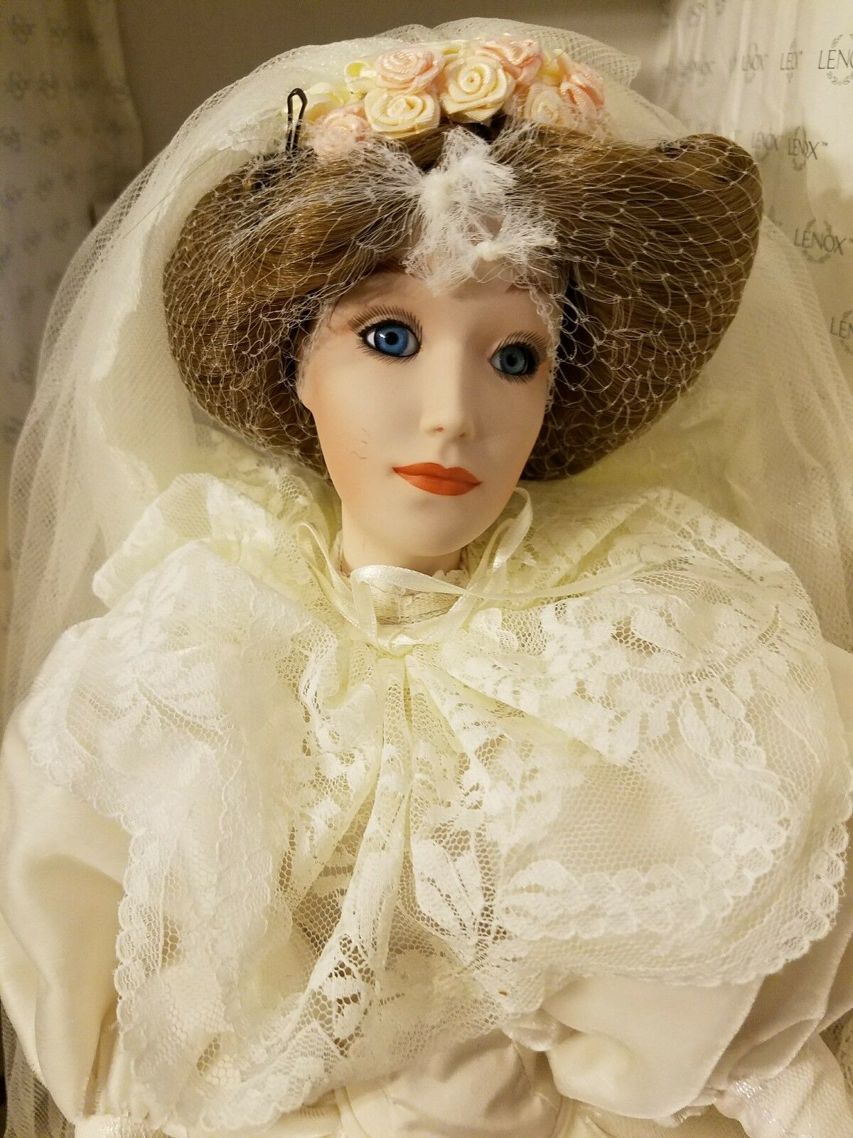 The  Lenox Victorian Bride bambola with papers  risparmiare sulla liquidazione