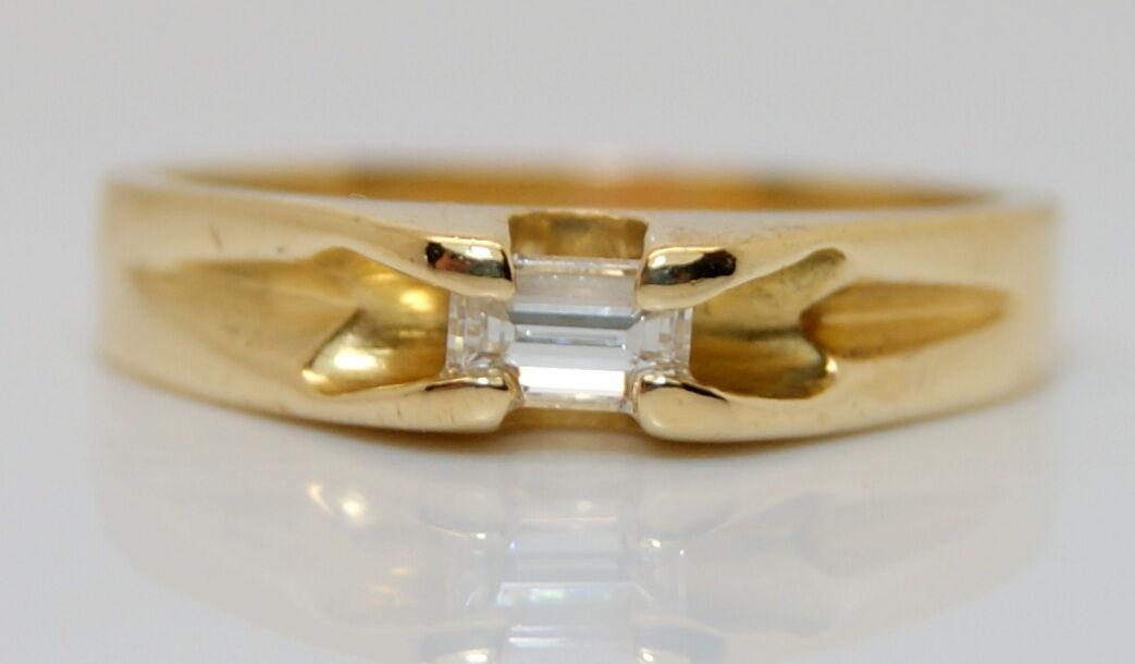 GORGEOUS Women's 18K Yellow gold .25 Carat Solitaire Baguette Ring Size 6