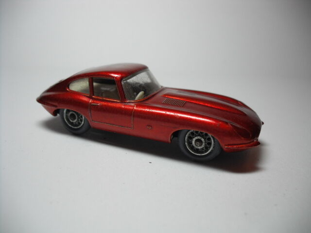 Lesney Matchbox No.32B Jaguar XKE COUPE, 1962 NEAR MINT. GREY PLASTIC TIRES