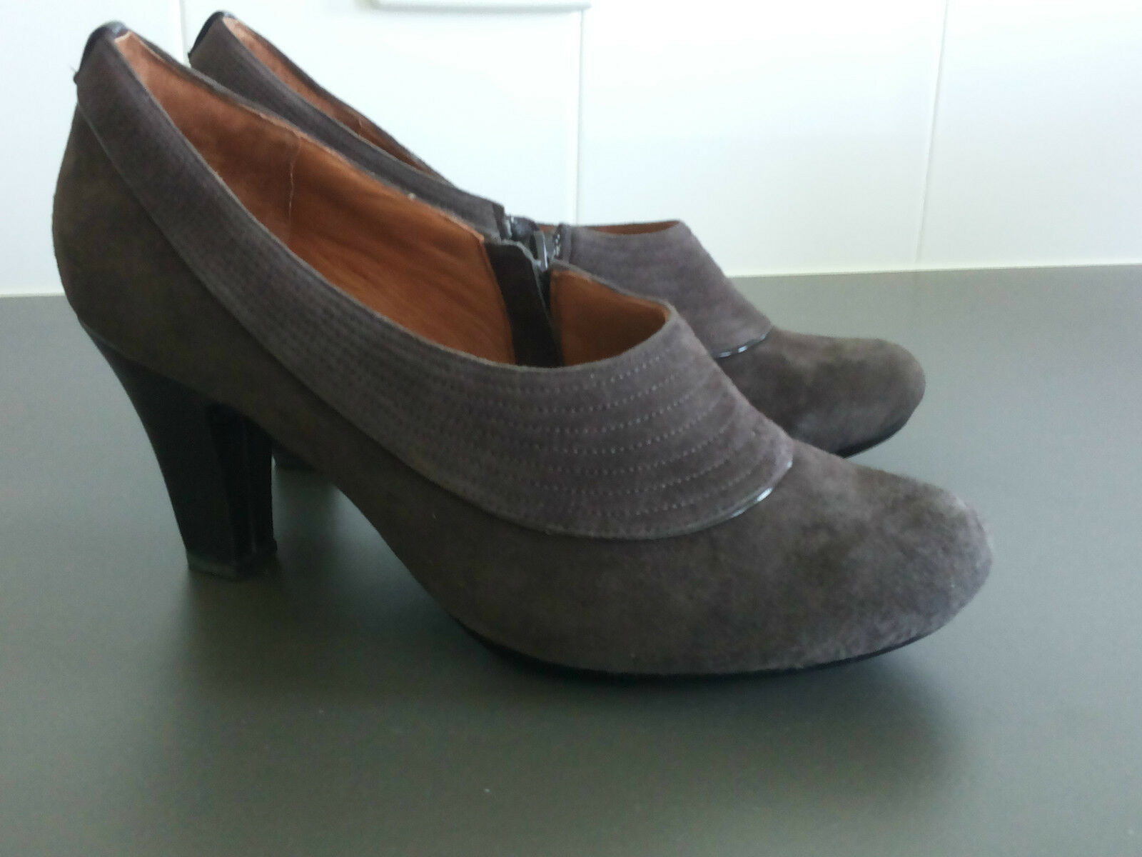 CLARKS ARTISAN COLLECTION SUEDE BOOTIE, SIZE 9 W BRAND NEW IN BOX!