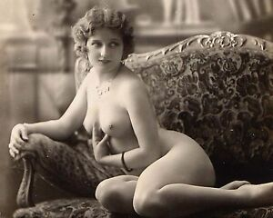 of vintage womwn photos nude