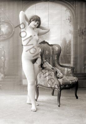 Repro photo ancienne deb Jeune femme nue artistique fauteuil 20e s.